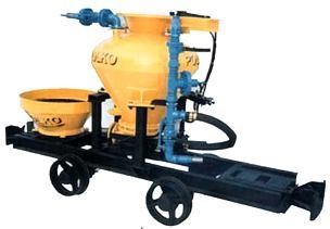 Podajnik komorowy systemu POLKO na podwoziu wozu górniczego